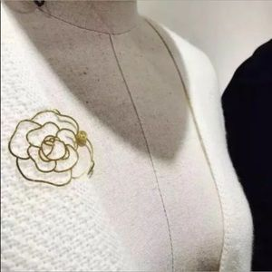 ❤️🙏 PRICE FIRM.❤️  CHANEL Gold Camellia Book Mark